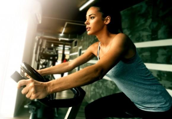 ¿La bicicleta estática trabaja tu abdomen?