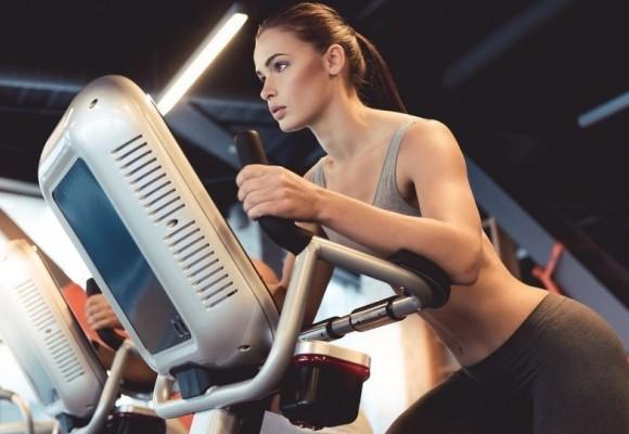 ¿Entrenar en bicicleta elíptica ayuda a perder peso?