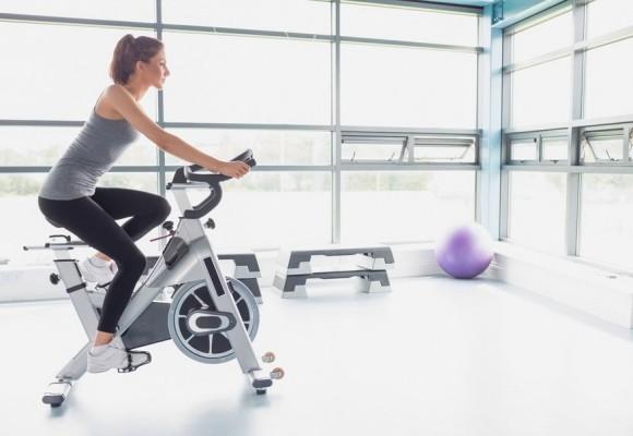 ¿Qué tonifica una bicicleta estática?