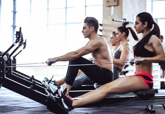 ¿Qué músculos trabaja una máquina de remo?