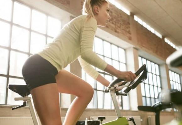 ¿Podemos adelgazar en una bicicleta estática?